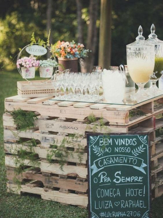 rustic pallet drinks table